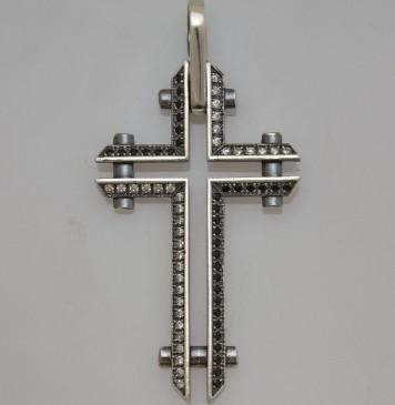 Серебряный крестик с черными и белыми камнями 32105